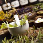 Využitie byliniek na krásu – ako fungujú & aké výhody dodajú vašej pokožke?